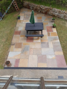 Sandstone Paving slabs are erfect way to ensure you've got an attractive, year-round space for BBQs and outdoor dining