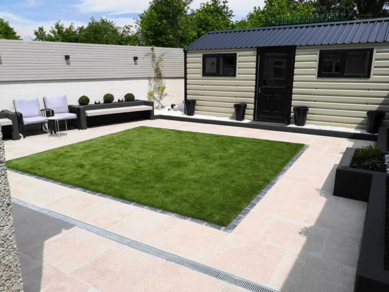 Outdoor porcelain tiles matched with artificial grass